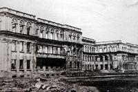 1944 г. Разрушенный во время войны главный корпус