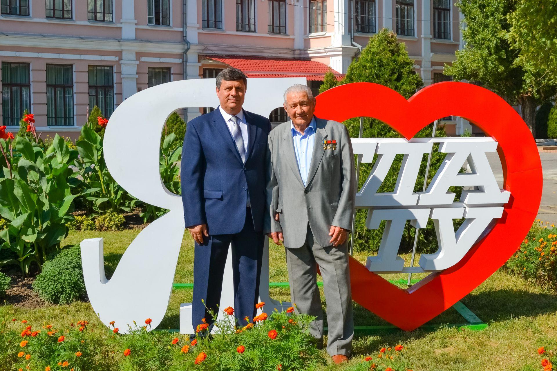 Ректор ТДАТУ В.Кюрчев і Герой України, двічі Герой Соціалістичної праці К.Моторний